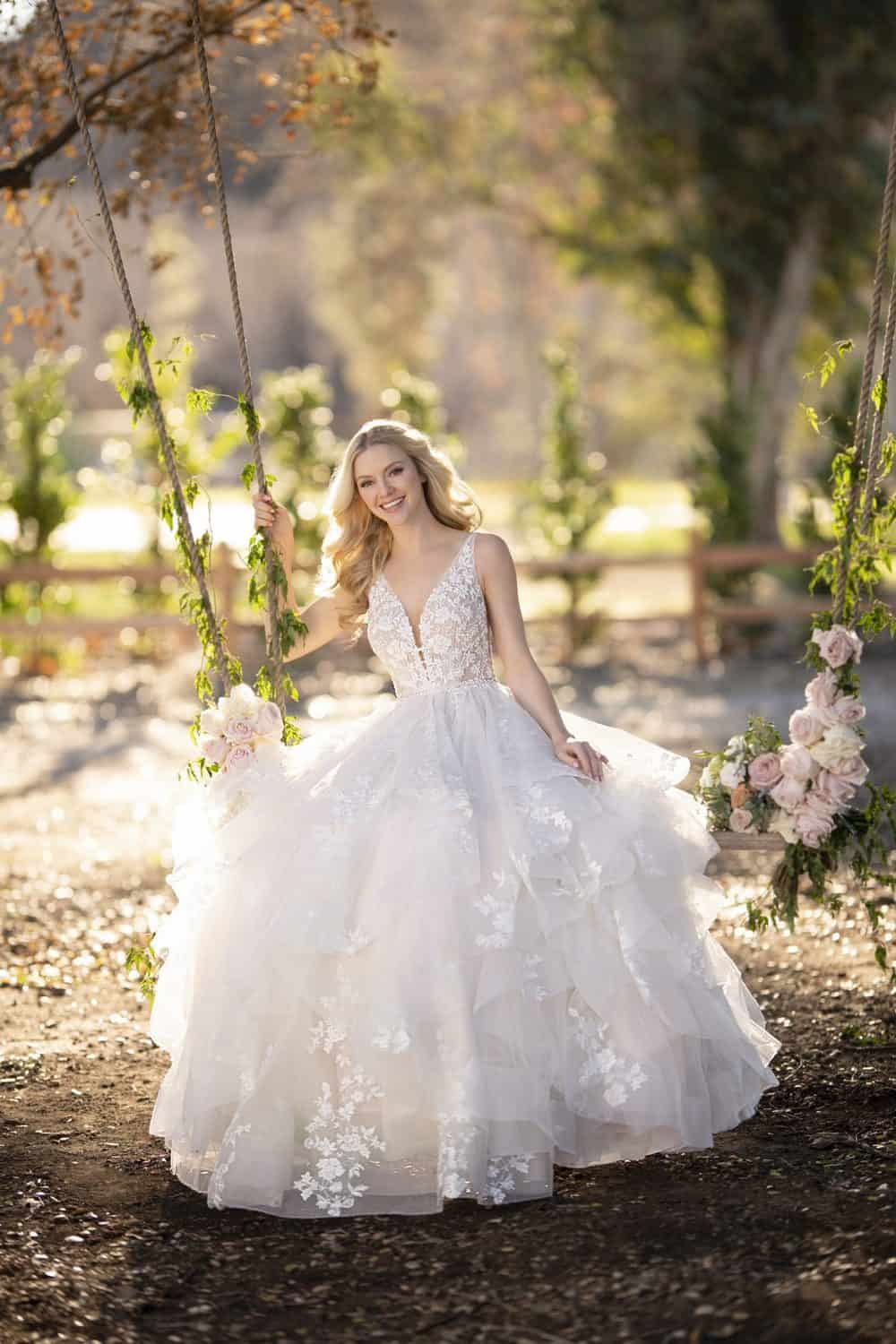 Airy wedding Dress