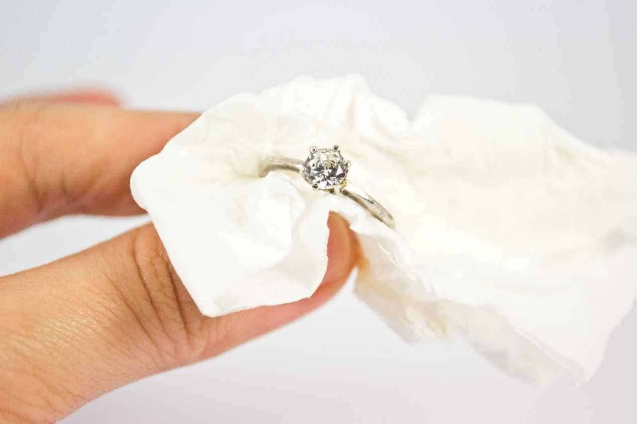 Jewelry cleaning