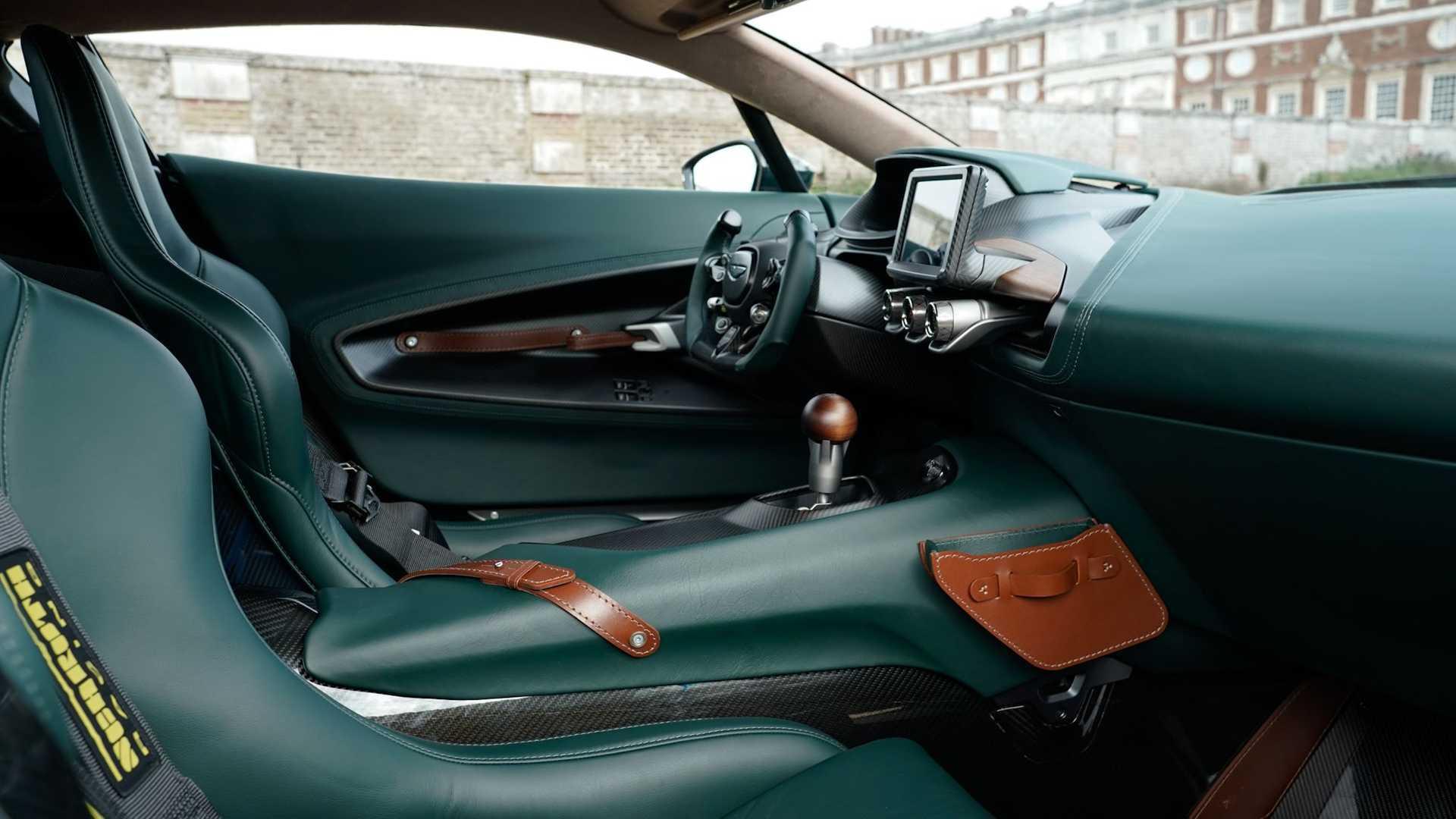 Aston Martin Victor 16