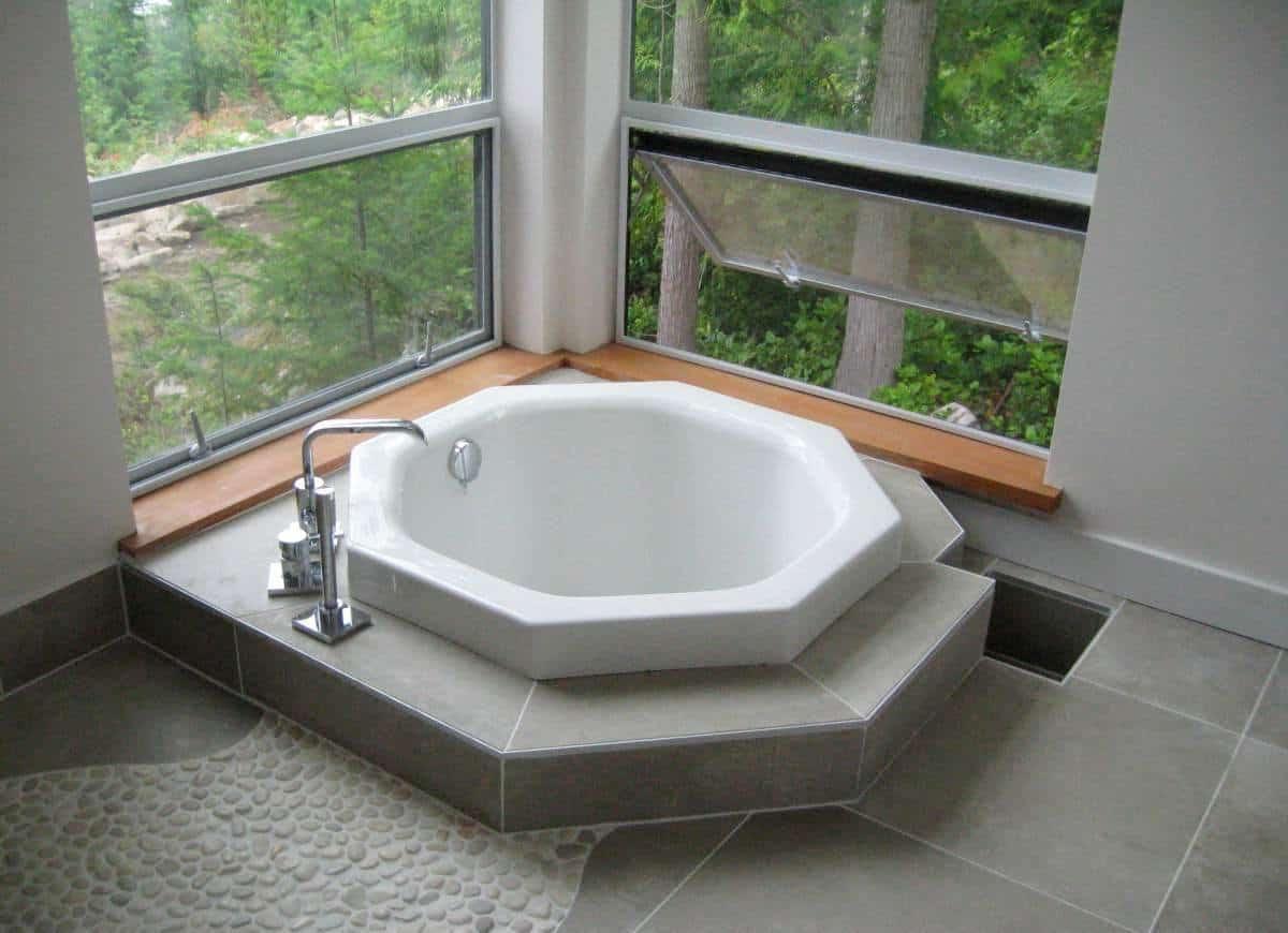 Octagon Extra Deep Tub