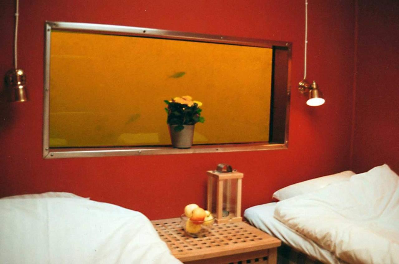 Utter Inn underwater room