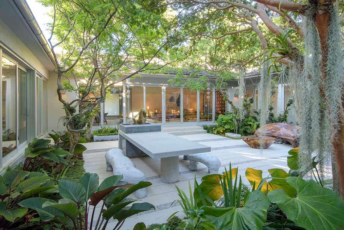 biophilic design courtyard